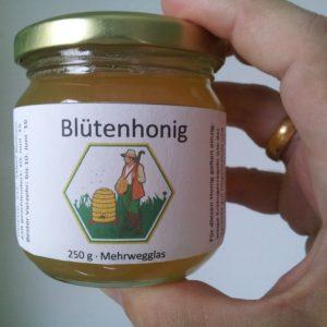 Blütenhonig verkaufen an Bienenhirte bspw. in diesen Honiggläsern