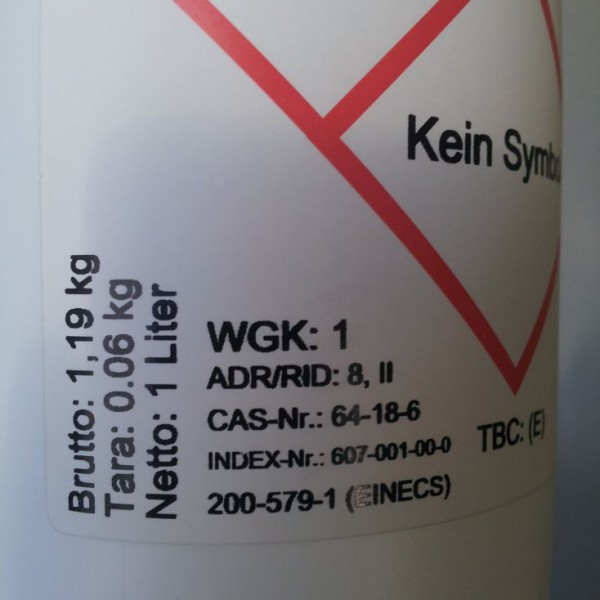 Literflasche mit 60 prozentiger Ameisensäure für die Varroabehandlung von Bienen