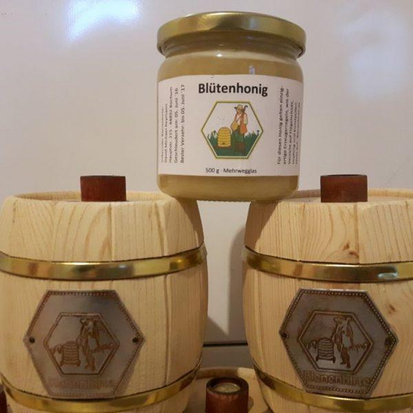 Helle Honigfässer mit Bienenhirte Plakette