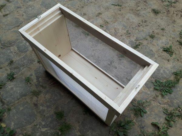 Entnommener Deckel der Transpostbox